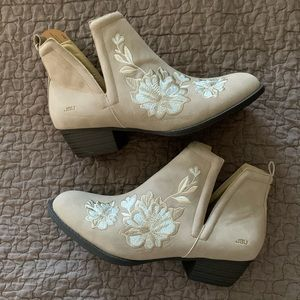 NWT JBU Tan Floral Embroidered Leather Booties 11